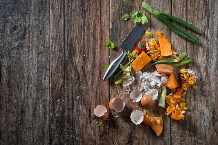 déchets alimentaire sur une table