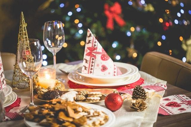 une décoration de table pendant Noël