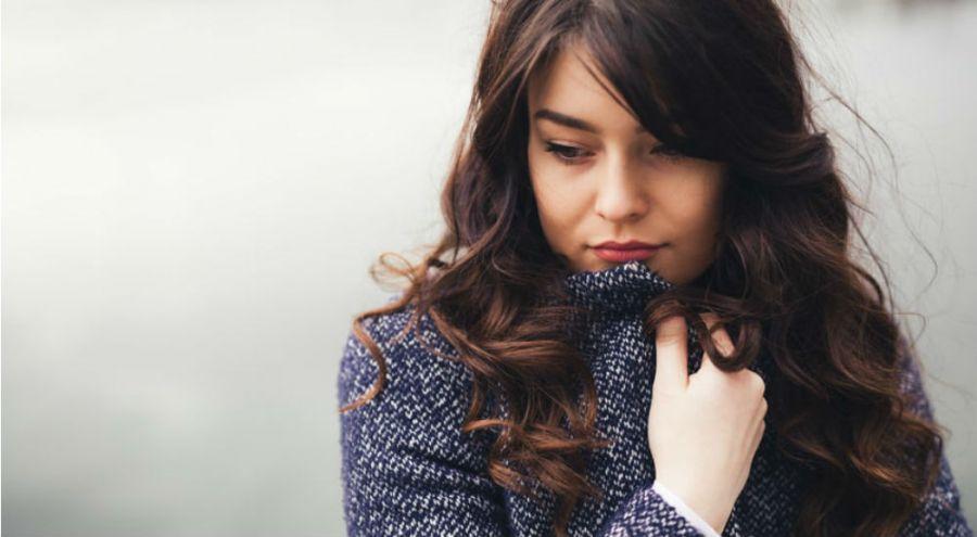 une femme en manque de vitamine D stressée et déprimée