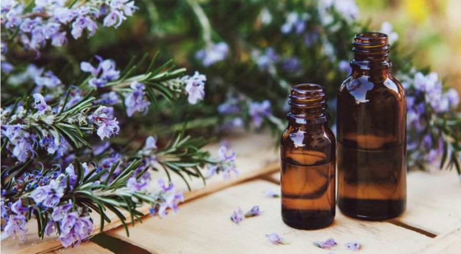 deux flacons d'huiles essentielles anti-déprime