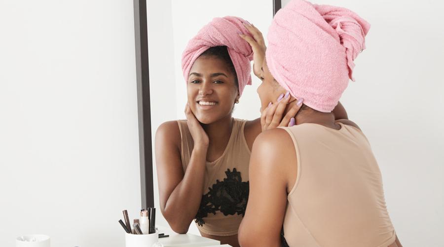 femme noire shampooing