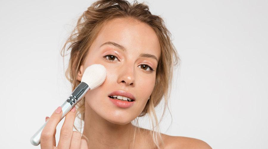 femme maquillage estivale