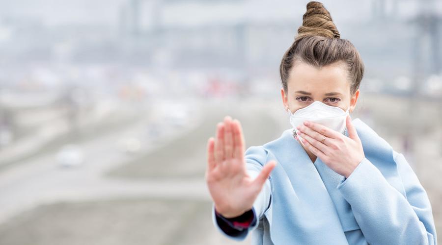 femme qui respire air pollué