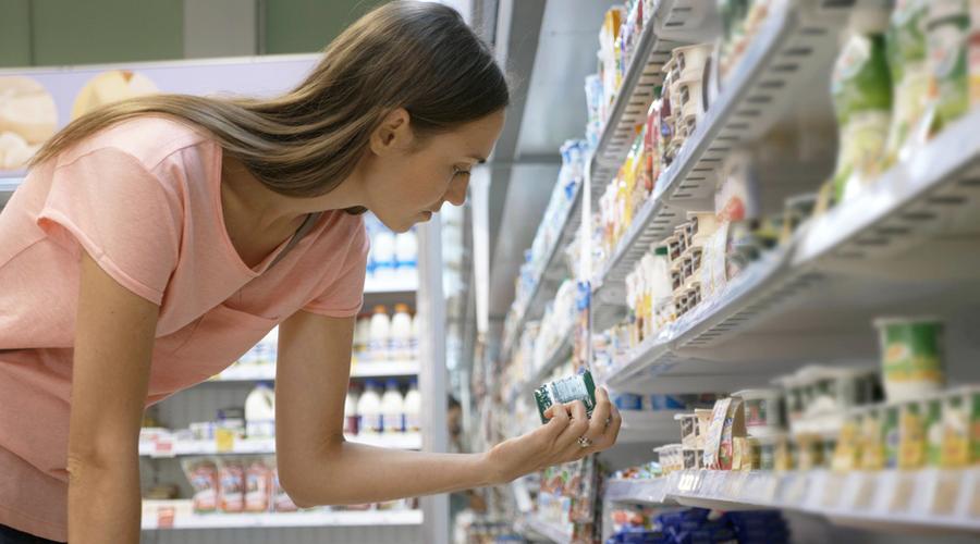 femme superarché étiquette yaourt