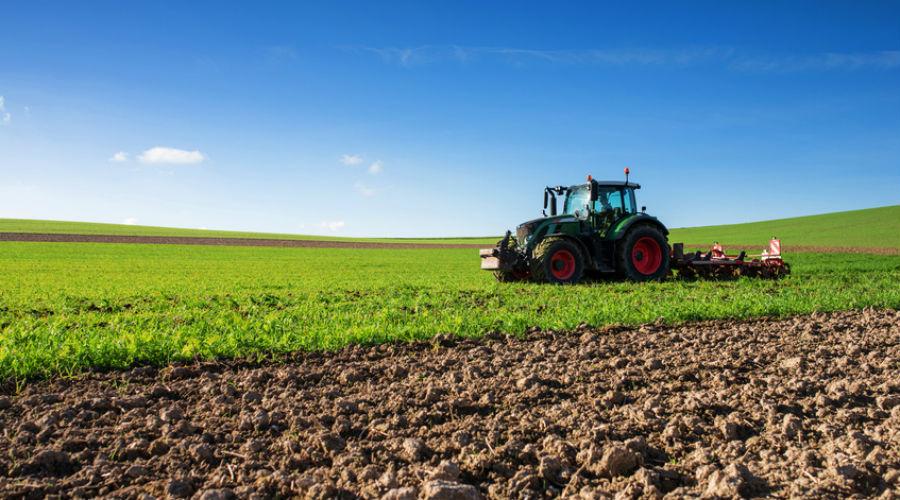 agriculteur et tracteur