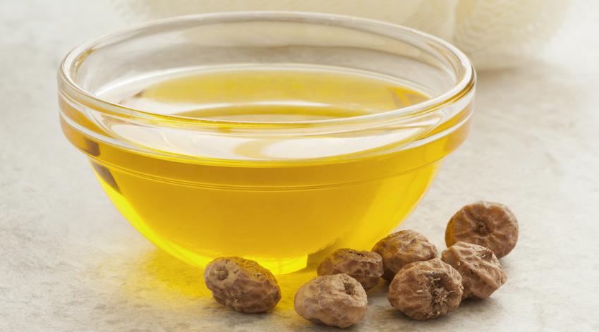 L'huile de souchet sera votre alliée anti-repousse poils.