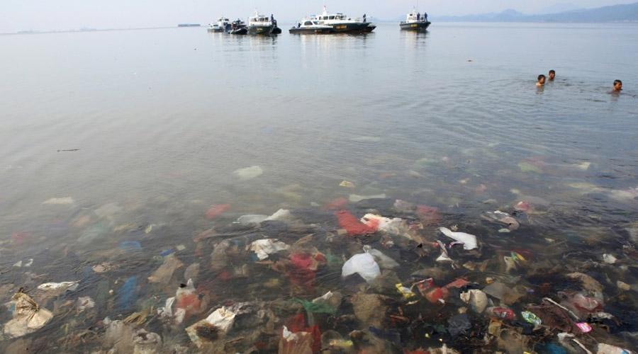 Déchets en plastique dans l'océan