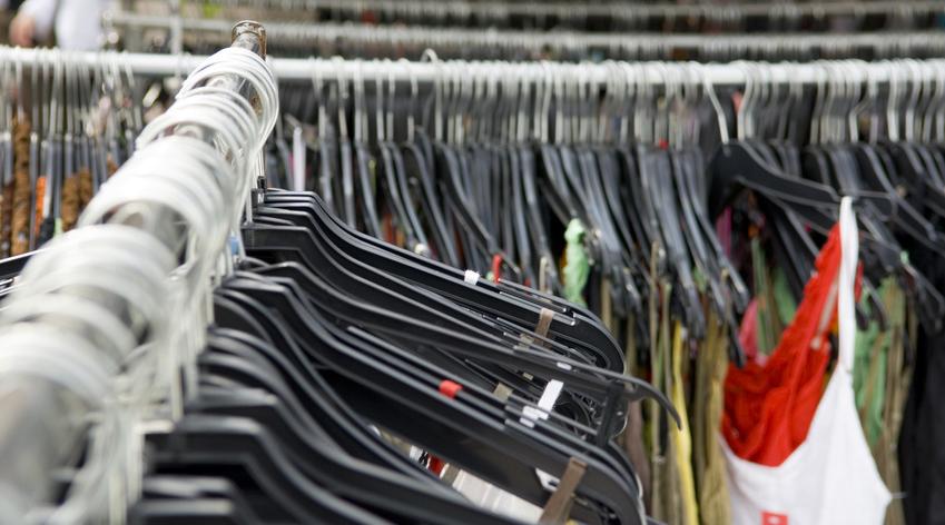 L'achat en ligne de vêtements d'occasion a mis un coup de vieux aux friperies