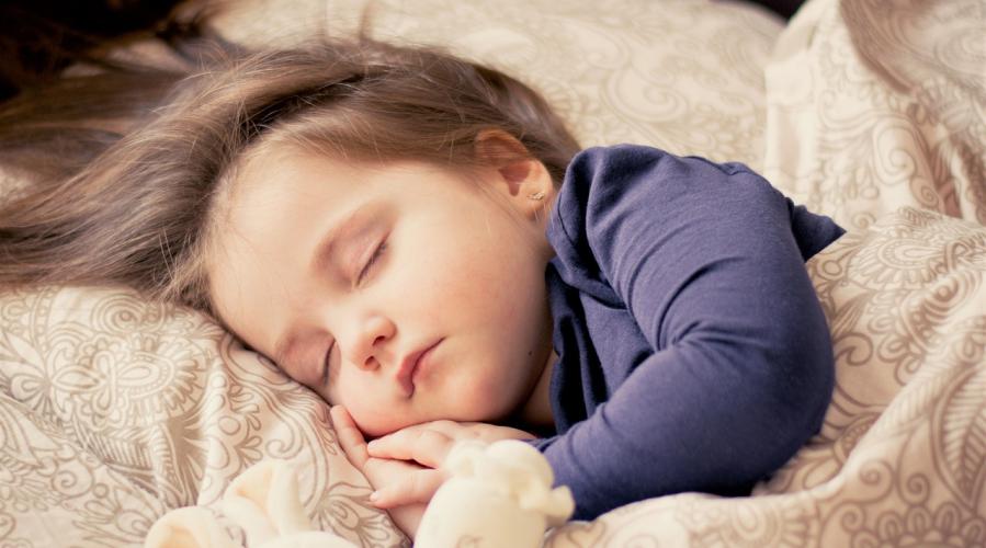 Le passage à l'heure d'été risque d'impacter fortement le sommeil des enfants.
