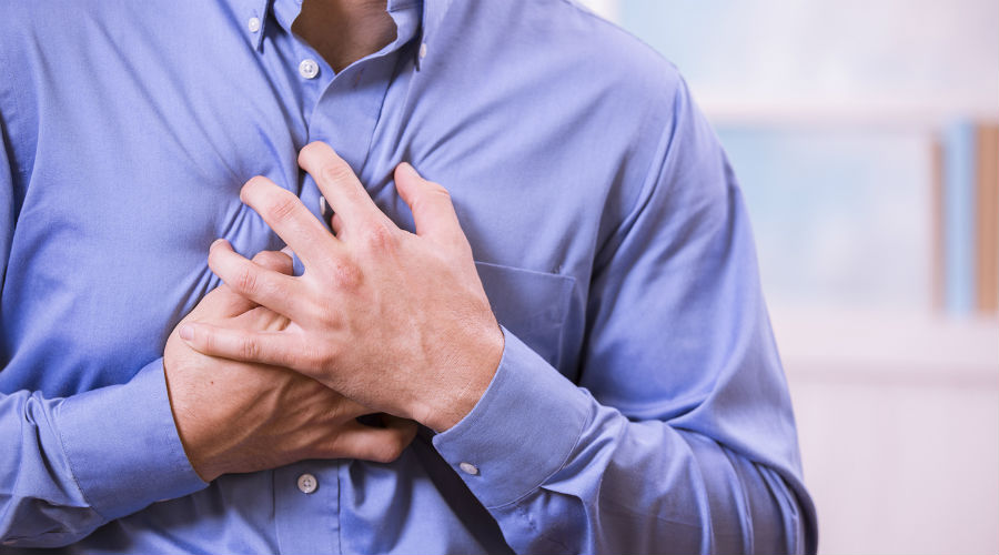 Dîner juste avant de dormir et sauter le petit-déjeuner : dangereux pour le cœur ?
