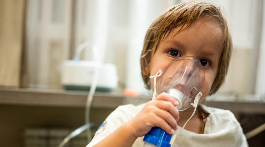 Asthme : avec la pollution de l'air, les enfants sont de plus en plus vulnérables
