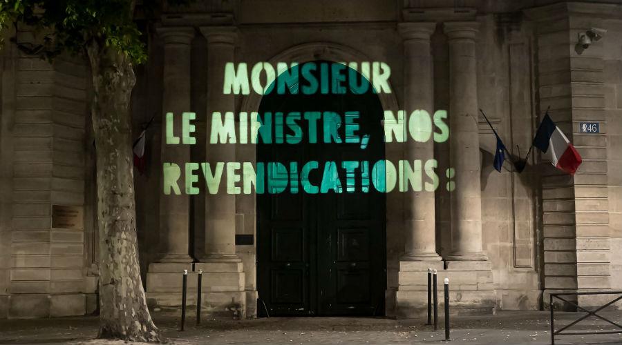 Photos : une association écologiste interpelle le gouvernement sur la façade du ministère
