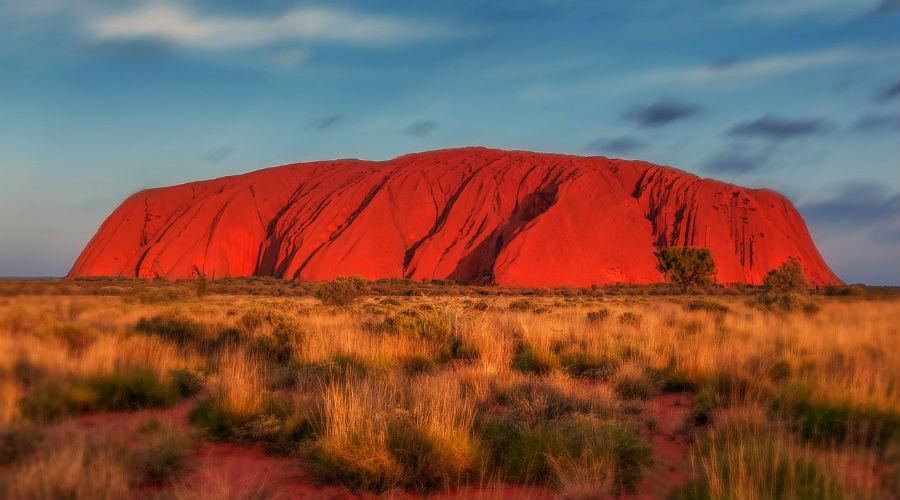 Uluru : le rocher le plus célèbre d'Australie pris d'assaut avant qu'il ne soit interdit au public