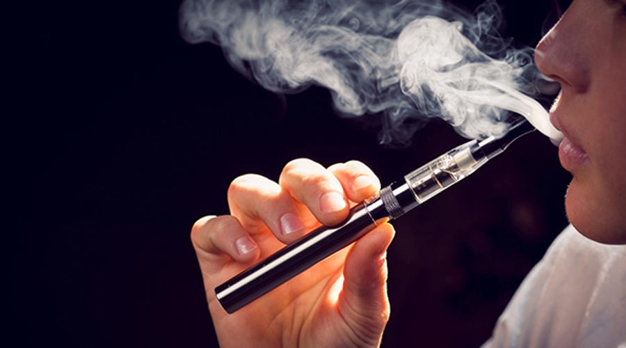 Cigarette électronique : les poumons partiraient aussi en fumée