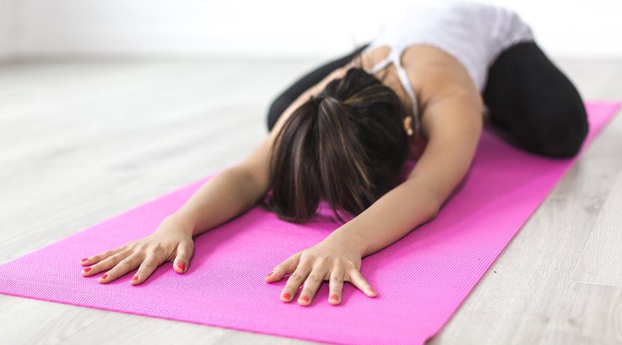 Mal de dos et troubles du sommeil : les bénéfices du yoga démontrés