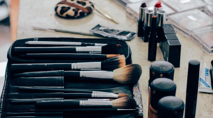 Le maquillage, nid à superbactéries