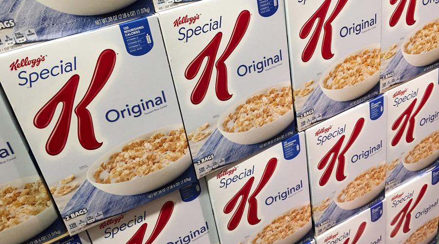 Boîtes de céréales Kellogg dans un supermarché