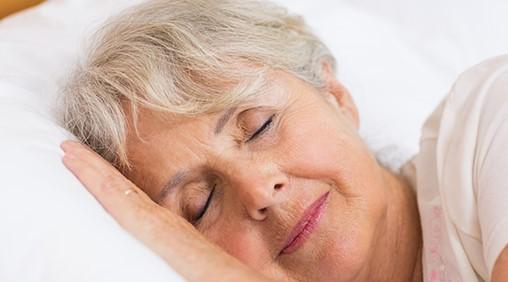 femme âgée sommeil