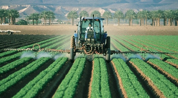 épandage de pesticides