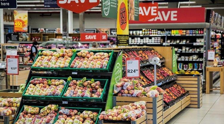 usage abusif du plastique dans les supermarchés