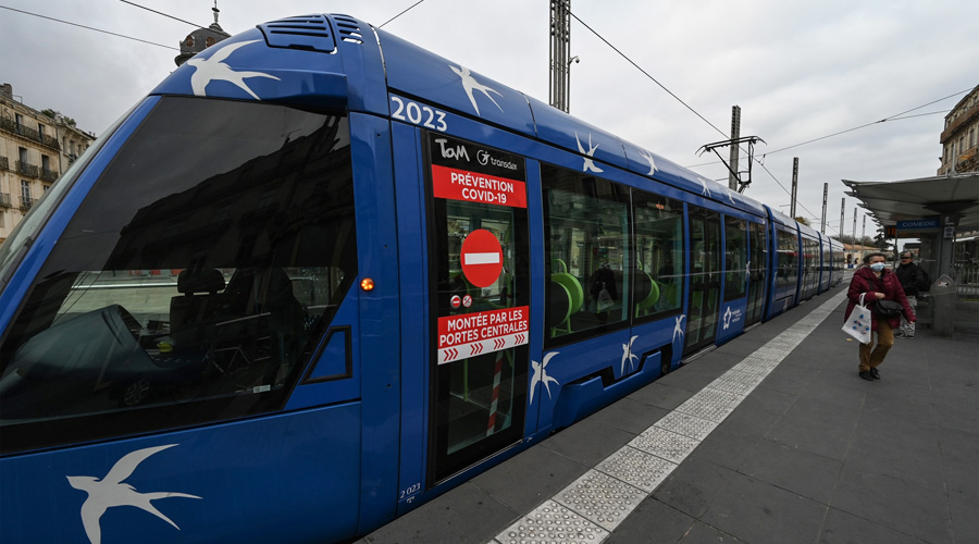 La gratuité des transports publics pour les habitants de la métropole de Montpellier sera mise en place le week-end à partir de samedi à bord des bus et tramways