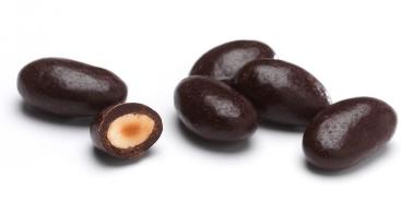 Amandes enrobées de chocolat noir (au rayon vrac)