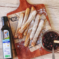 Churros au four sauce aux fruits rouges