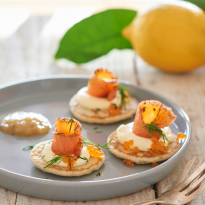 Blinis et saumon mariné, confit de citron à l'aneth bio