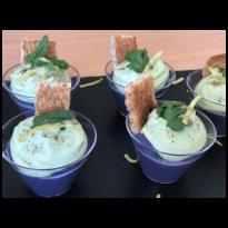 Verrines de crème de pommes de terre violettes, avocat et Sojami ciboulette-échalote