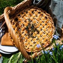 Tourte aux blettes, raisins secs et pignons de pin